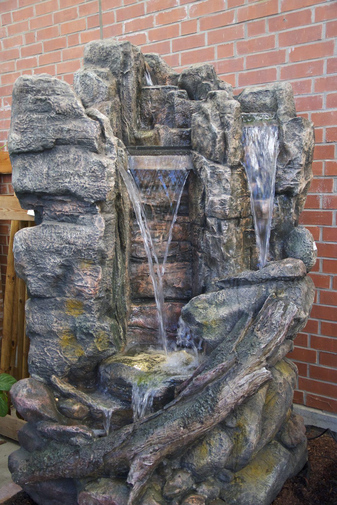 Outdoor Brunnen in unserem Wassergarten