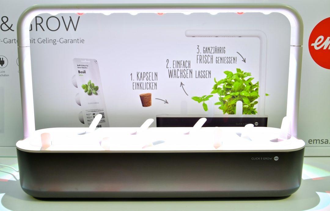 Ein click and grow system der Firma emsa mit neun Pflanzmöglichkeiten.