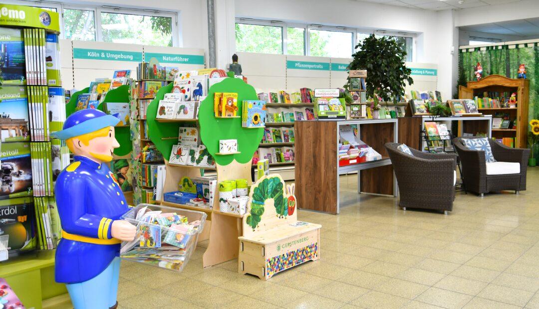 Eine Bücherecke mit Kinderbereich und Kinder Büchern